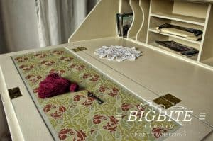 Acanthus abstract floral pattern stencil - preview on a bureau