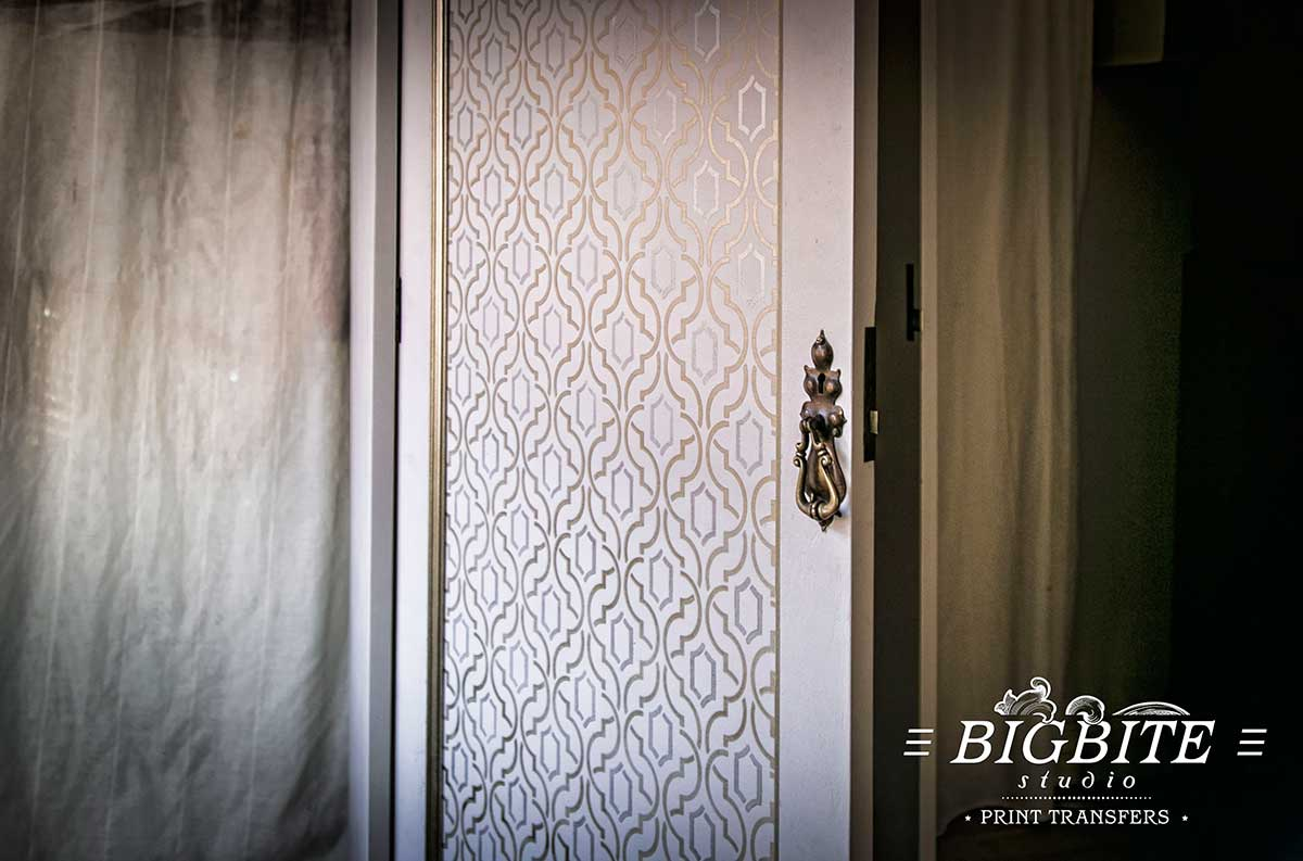 Simple Weave Geometric Pattern - Wallpaper Stencil - preview on a wardrobe